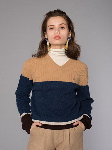 CABLE V-NECK KNIT